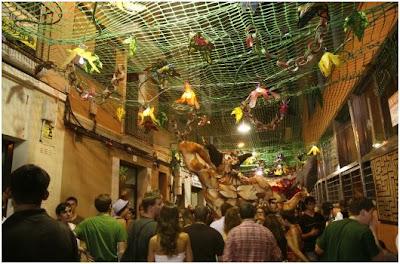 decoracion del barrio de gracia por las fiestas