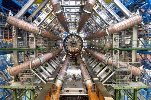 [large-hadron-collider.jpg]