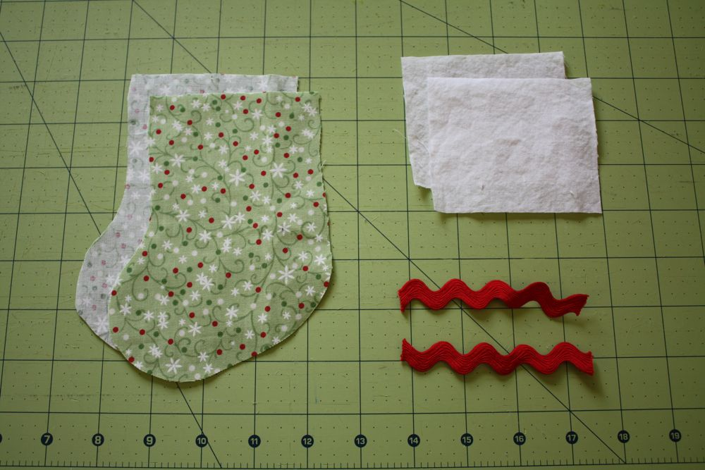 Knitting Pattern For Christmas Stocking Cutlery Holder : utensil stocking tutorial (with free pattern!)