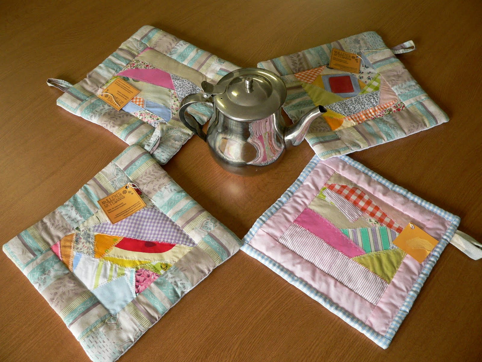 Mulleres artesanas agrupaci n cangas de foz utensilios de - Patchwork para cocina ...