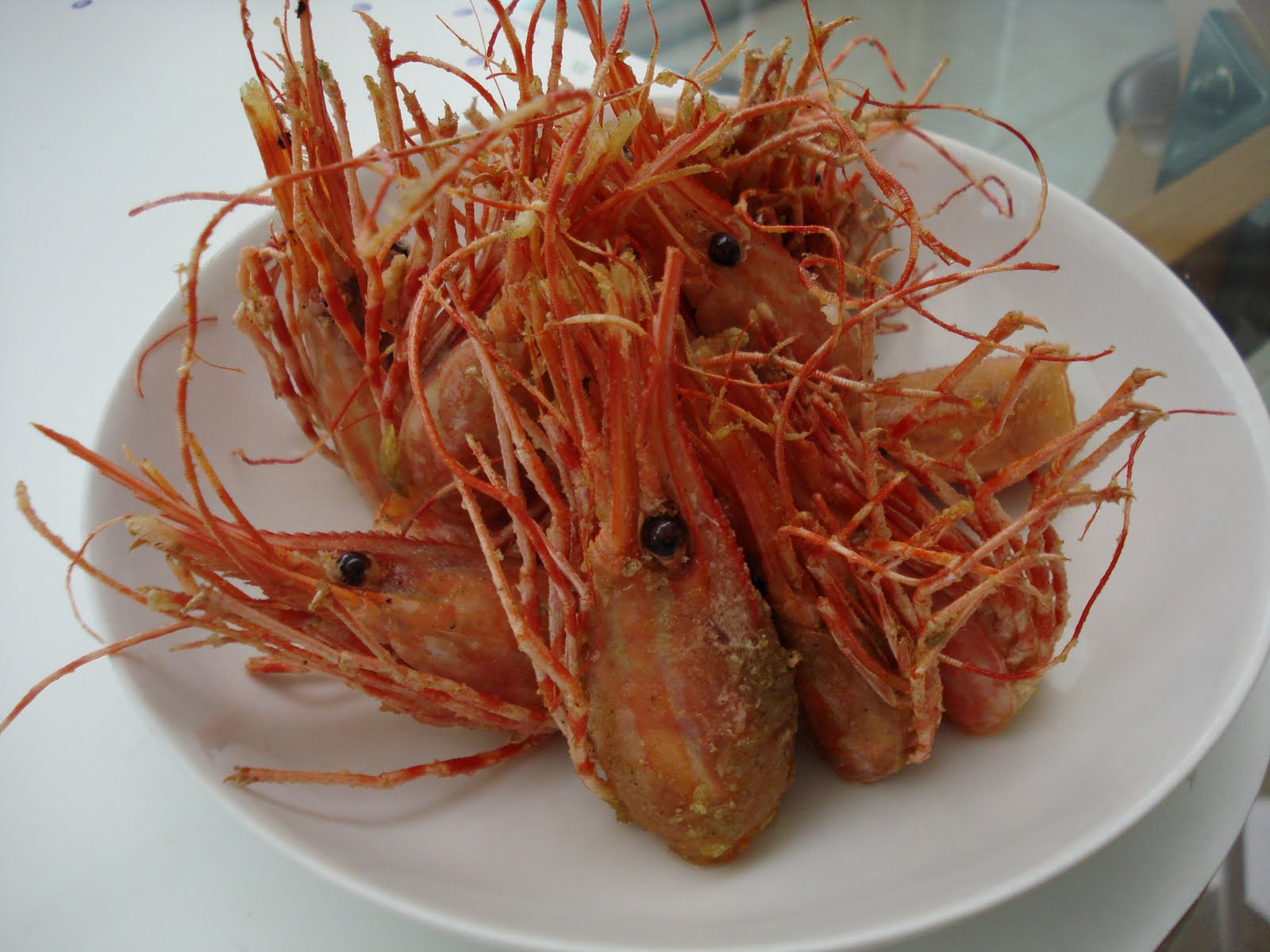 how to eat shrimp with head