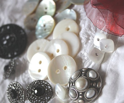 guziki z masy perłowej