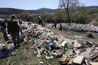Acțiunile de ecologizare nu pot face față nesimțirii multora dintre turiști