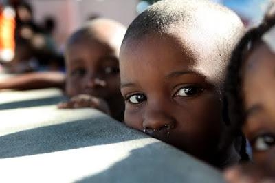 copii orfani din Haiti