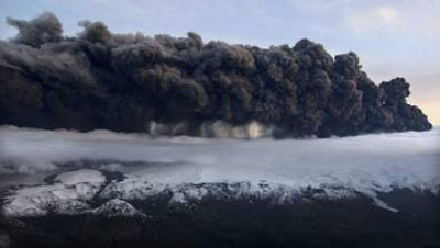 3 poze cu Vulcanul din Islanda