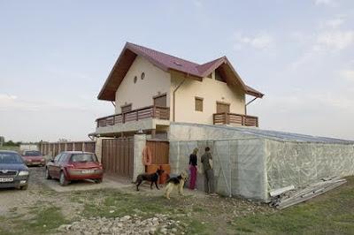 Pustinicii de lux: vilă - da, electricitate şi vecini – ba