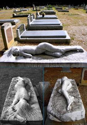 Ai văzut vreodată ceva de genul acestor pietre funerare?