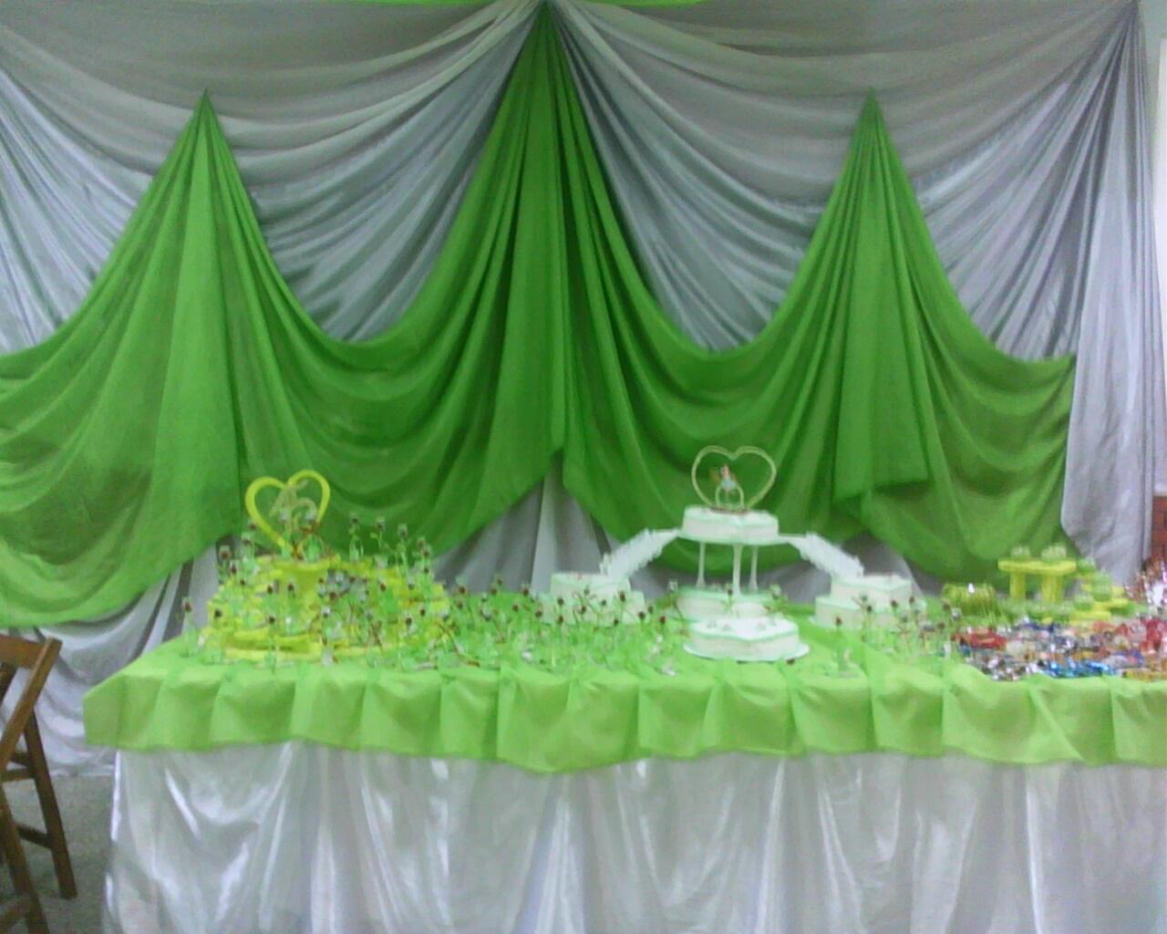 tonos verde manzana, plateado y blanco