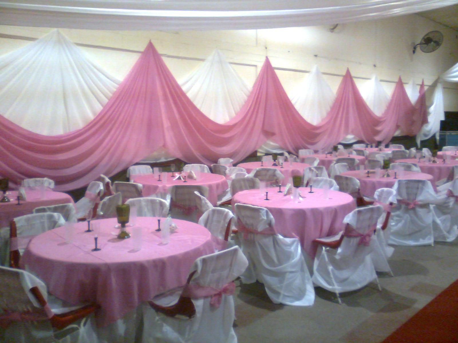 Lian decoraciones cumple de 15 en tonos rosa blanco y for Decoracio es