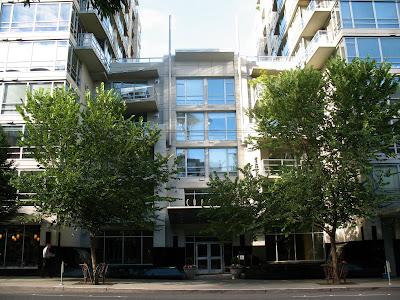 Concord Building, Entrance