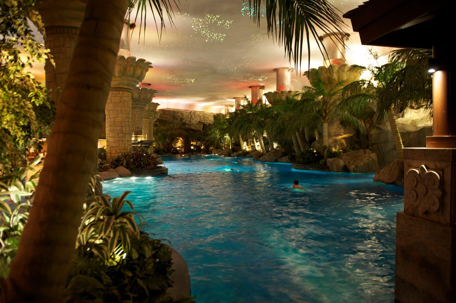 Brommel august 2010 for Grand hyatt beijing swimming pool