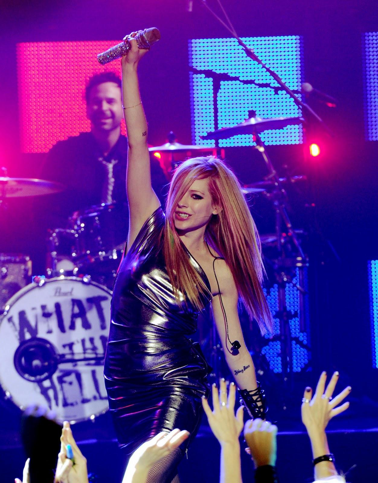 http://2.bp.blogspot.com/__614cJZkG1g/TR8wLYWkqmI/AAAAAAAAAIo/p-EUi6gDfvw/s1600/www_expostas_com_Avril_Lavigne_-_Dick_Clark%2527s_New_Year%2527s_Rockin_Eve_with_Ryan_Seacrest_hq003.jpg