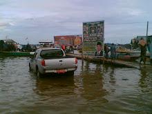 Suasana Pelabuhan Kelotok saat Air Pasang