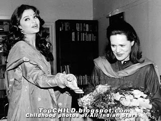aishwarya rai  with her Sonia gandhi. A rare photo