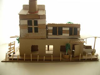 atelier pour enfants maison en carton. Black Bedroom Furniture Sets. Home Design Ideas