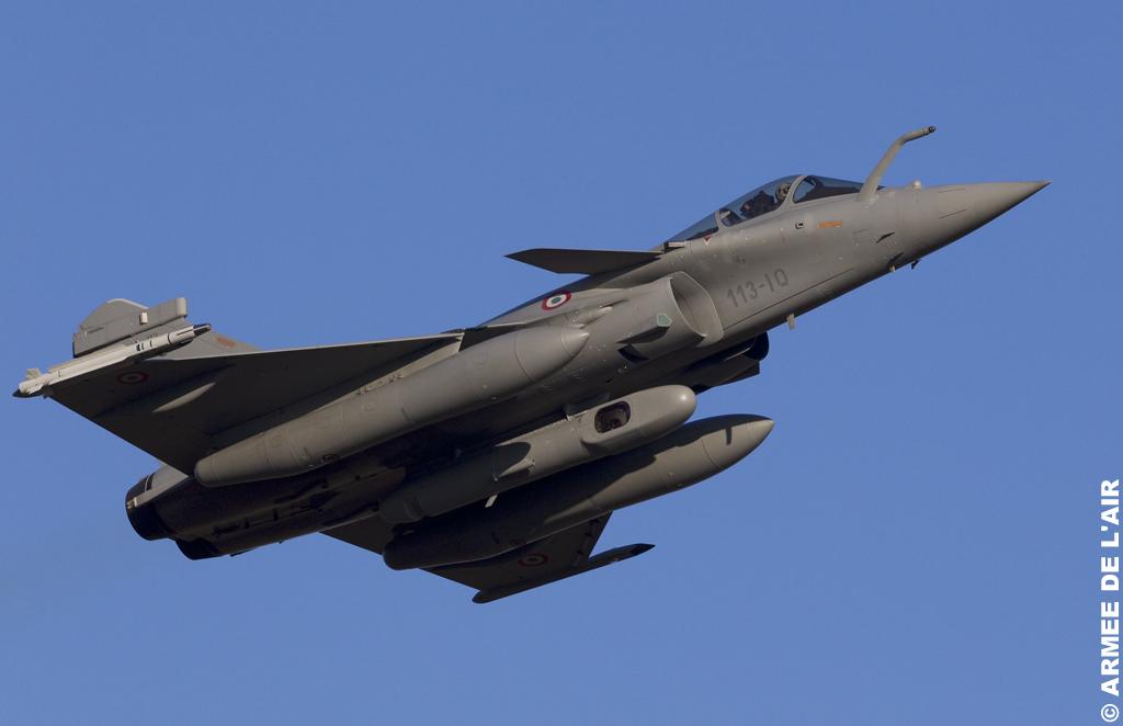 Para un nuevo Caza Decollage-d-un-rafale-de-l-escadron-de-chasse-1-7-provence-equipe-du-pod-reco-ng
