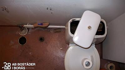 AB Bostäder i Borås lämnade toaletten utan vatten