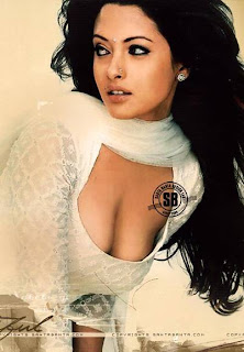 Riya Sen Boobs