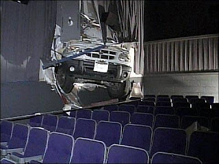 "SUV Plows Into Theater Showing ""Dreamgirls'"