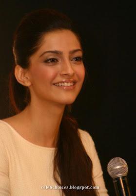 2 - Sonam Kapoor at Filmfare Awards Press Conference