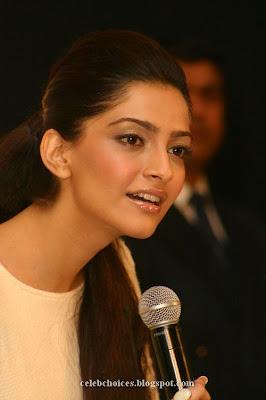 4 - Sonam Kapoor at Filmfare Awards Press Conference