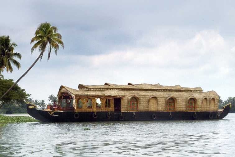 Houseboat Grand Designs. The Kettuvallam (House Boat in