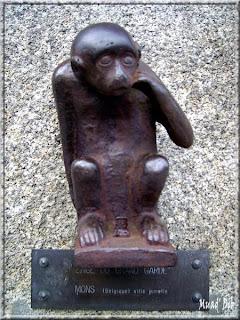 http://2.bp.blogspot.com/__GndFKw5Lwc/S18svXFHe1I/AAAAAAAAABQ/spxUjF6HRUU/s320/Statue---Singe---Vannes--56-.jpg