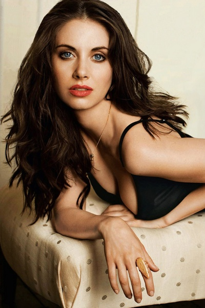 Alison Brie Fashionable Hairstyles 14