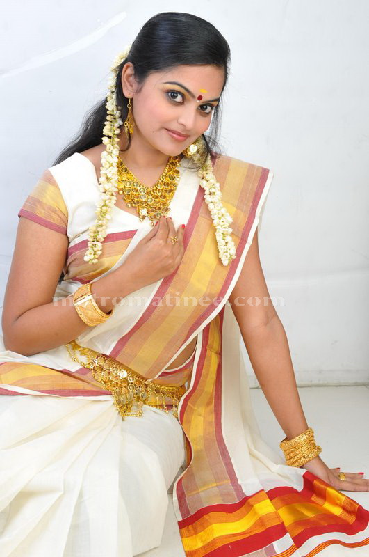 Vishnupriyahot malayalam new faceTV anchorcute snapssexy in saree outfithot exclusive gallery navel show