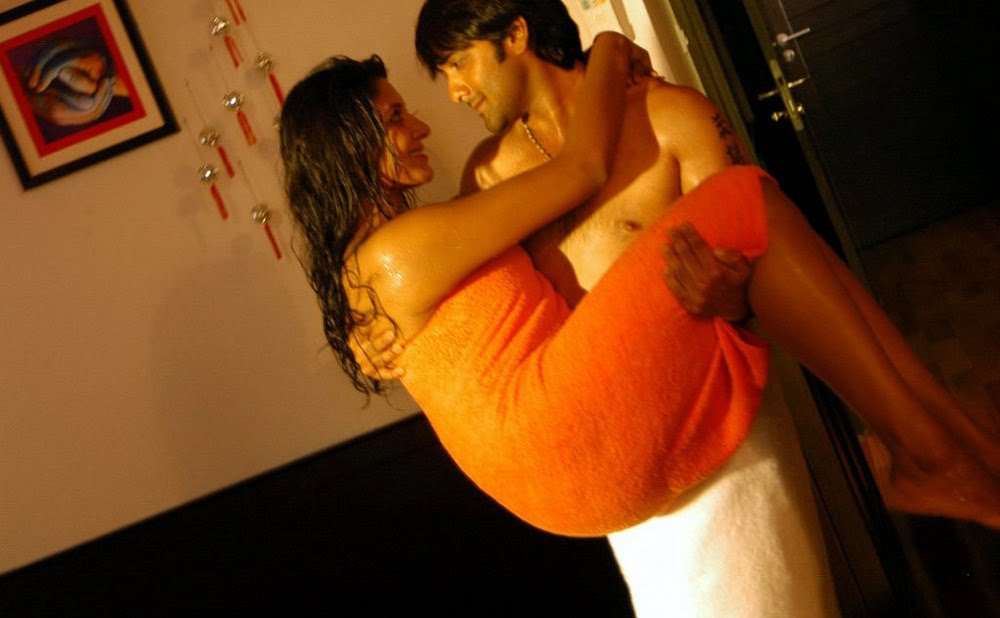 Vimalaraman hot bed room seducing image gallery