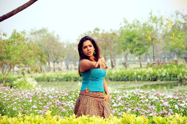 SandhyaKadhalsexy tight boob showwet armpitsseducing hot  gallerysexy photo galleryexposures glamour images