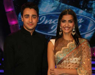 Imran Khan and Sonam Kapoor in Indian Idol 5-2