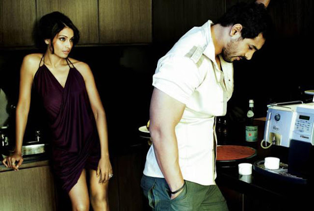 John-Bipasha in Kitchen-1