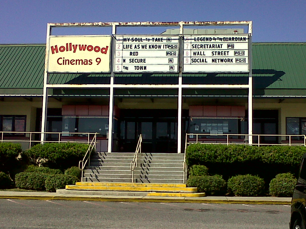 Movie theaters on esplanade in kenner