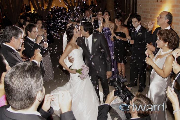 Casamento saida entre Bolhas e Beijos