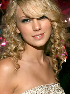 Did anyone else think Taylor Swift's makeup at