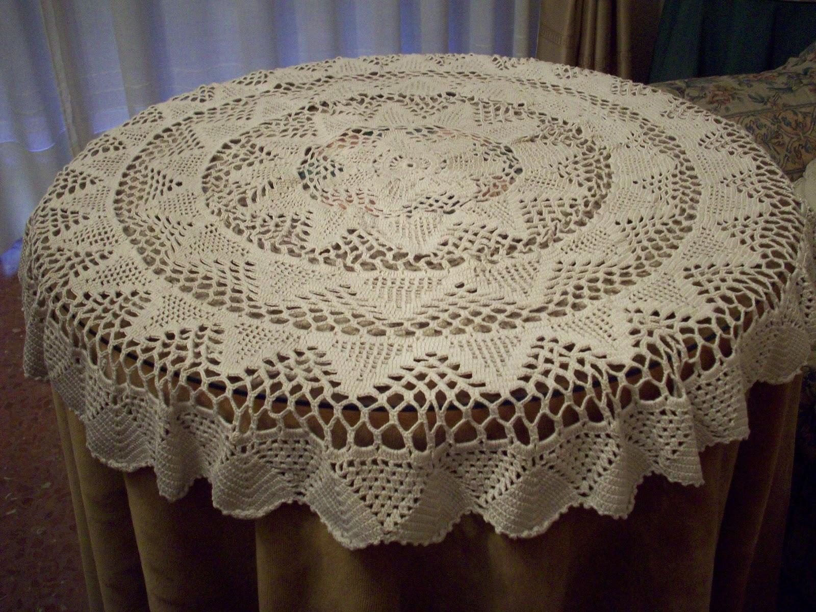 variedad de labores tapete mesa camilla a crochet