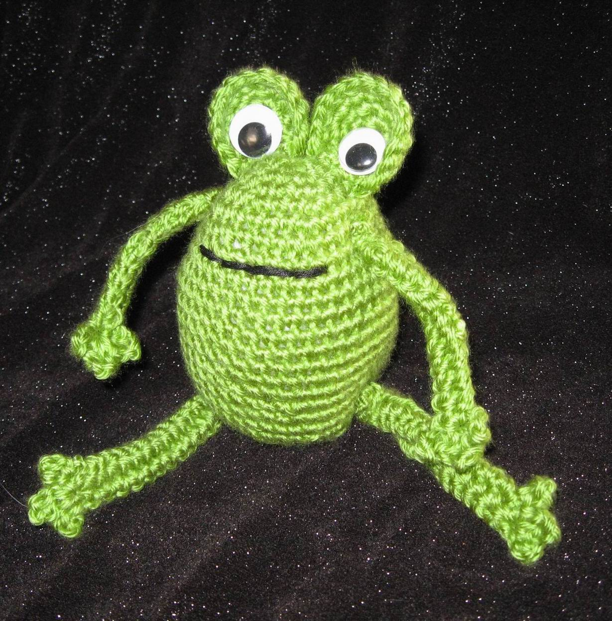 2000 Free Amigurumi Patterns: Frog pattern