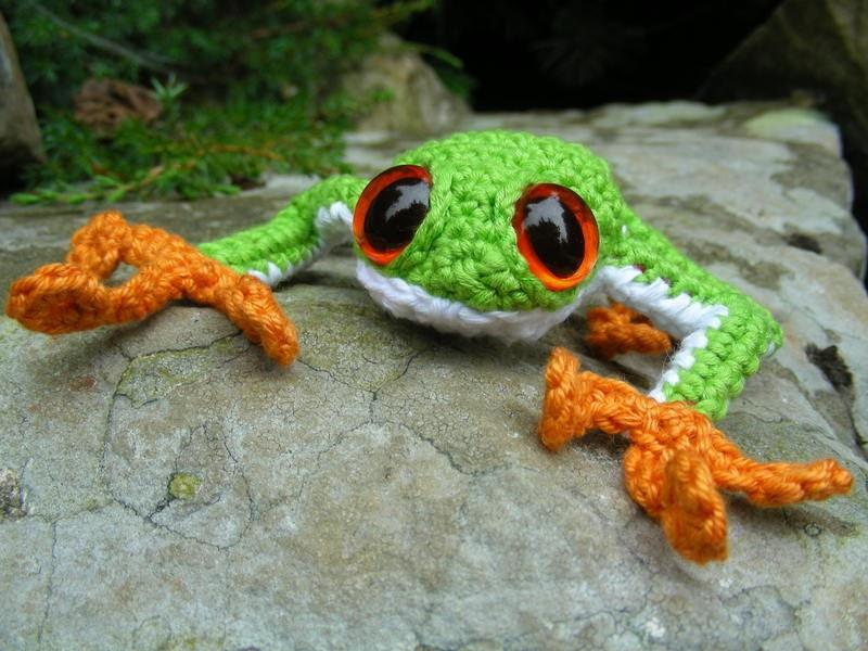 2000 Free Amigurumi Patterns: Tree Frog