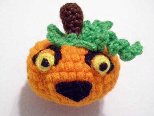 2000 Free Amigurumi Patterns: Pumpkin