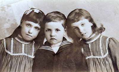 Edith, Maurice, and Kate Avery