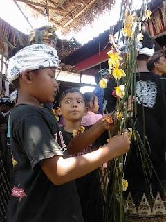 offers voor de overledene tijdens een crematieplechtigheid bij Ubud Bali