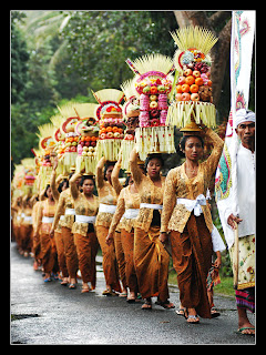 Ladies with offerings on their way to a temple in Ubud or Petulu
