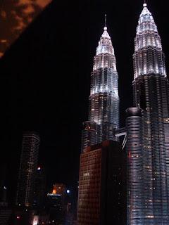 Petronas Towers gezien vanuit het Maya Hotel in Kuala Lumpur