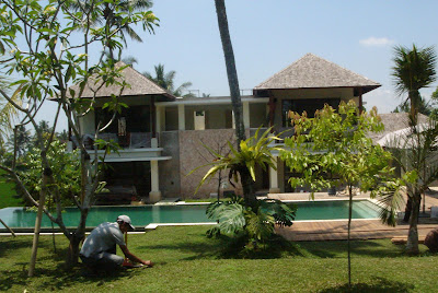 Villa Sabandari in Ubud, Bali: a luxury holiday accommodation. A view of the pool and 4 rooms