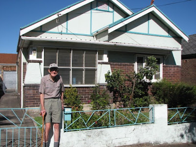 Laurie standing outside the Collins St Tempe house in 2008
