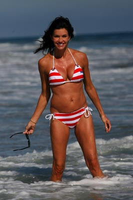 Celebrity Female on Bikini : Janice Dickinson