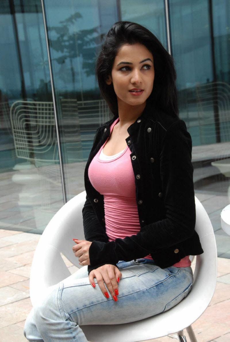 download sonal chauhan wallpapers download now
