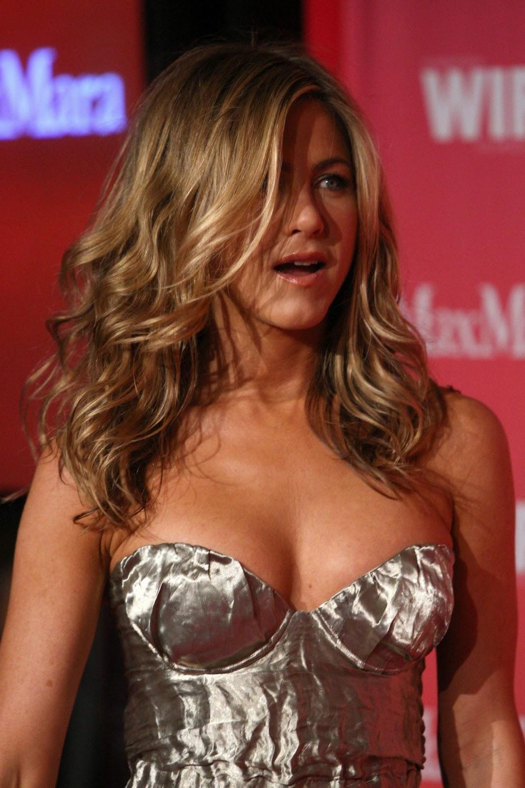 http://2.bp.blogspot.com/__UKa_QKl9dE/TUFXkicNICI/AAAAAAAAB1w/LHgxjftGcLs/s1600/Jennifer+Aniston%257Bilovemediafire.blogspot.com%257D++%25286%2529.jpg