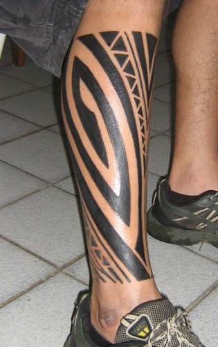 Purotu from Tahiti masters the art of Polynesian tattoo by hammering a